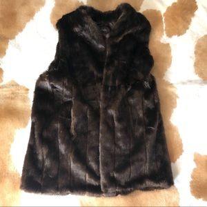 FABULOUS FUR Donna Saylers Luxury Faux Fur vest